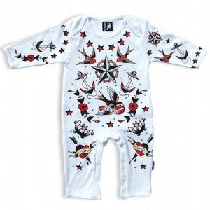 Pyjama tatooed parlor